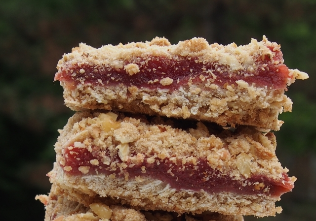 Rhubarb Strawberry Streusel Bars