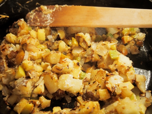 Five-Spiced Apple Potato Hash